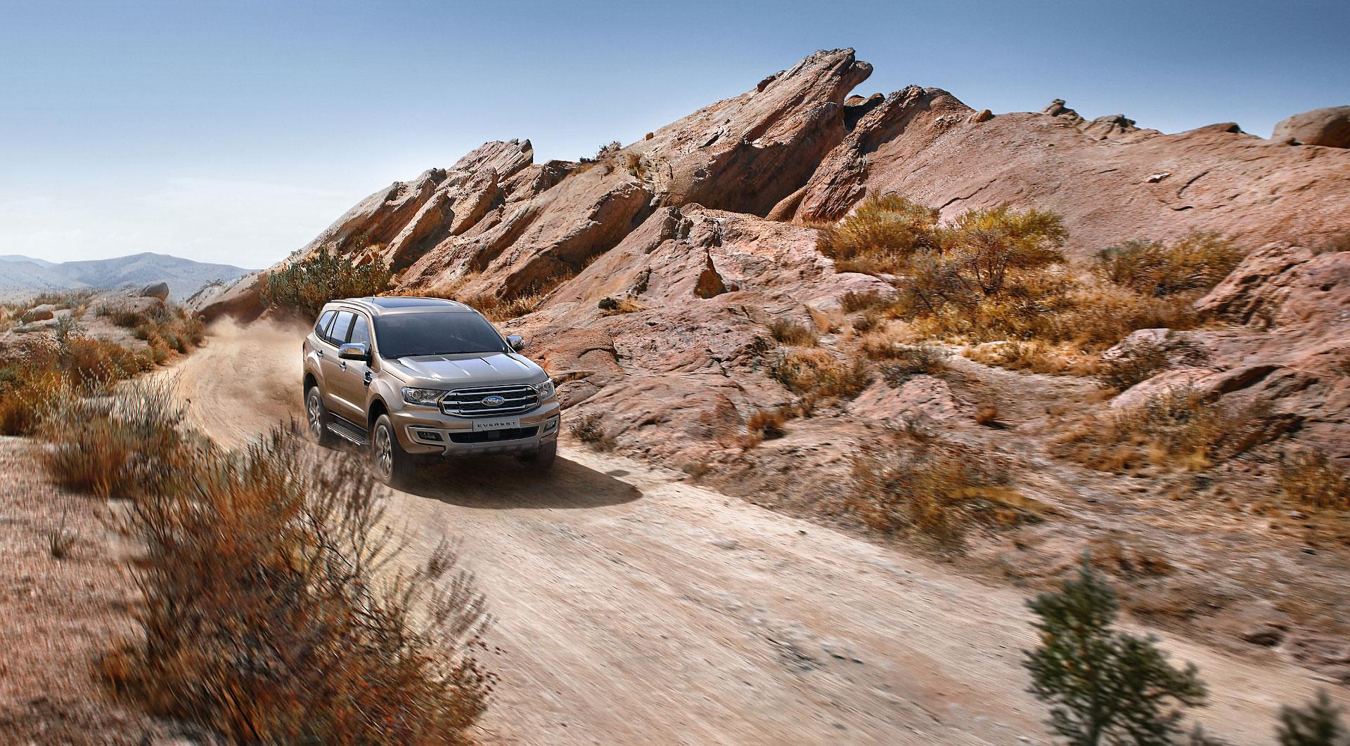 AT_Ford_Everest_Desert_02